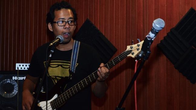 Segi Band Bassist2
